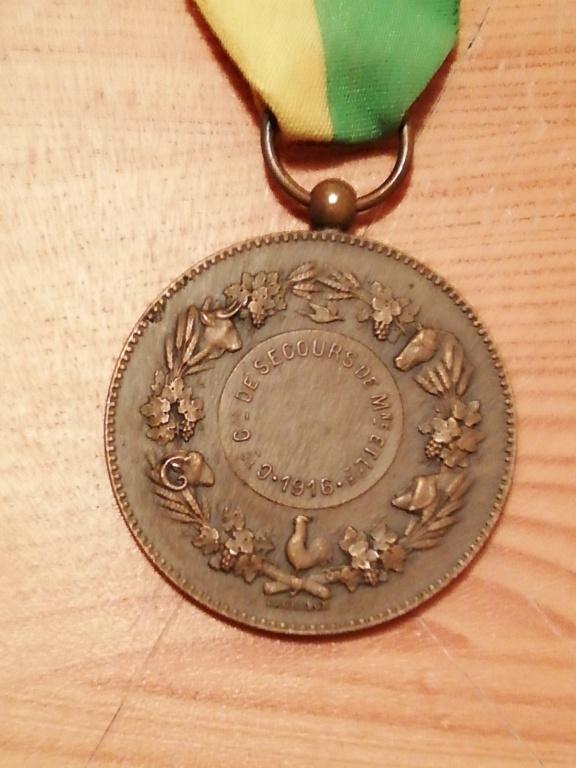 Trouvaille médailles en cadre et autres.  Img_2296