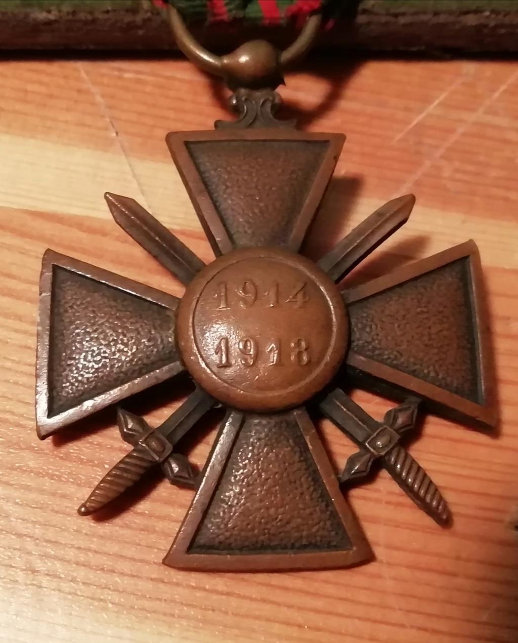 Trouvaille médailles en cadre et autres.  Img_2311