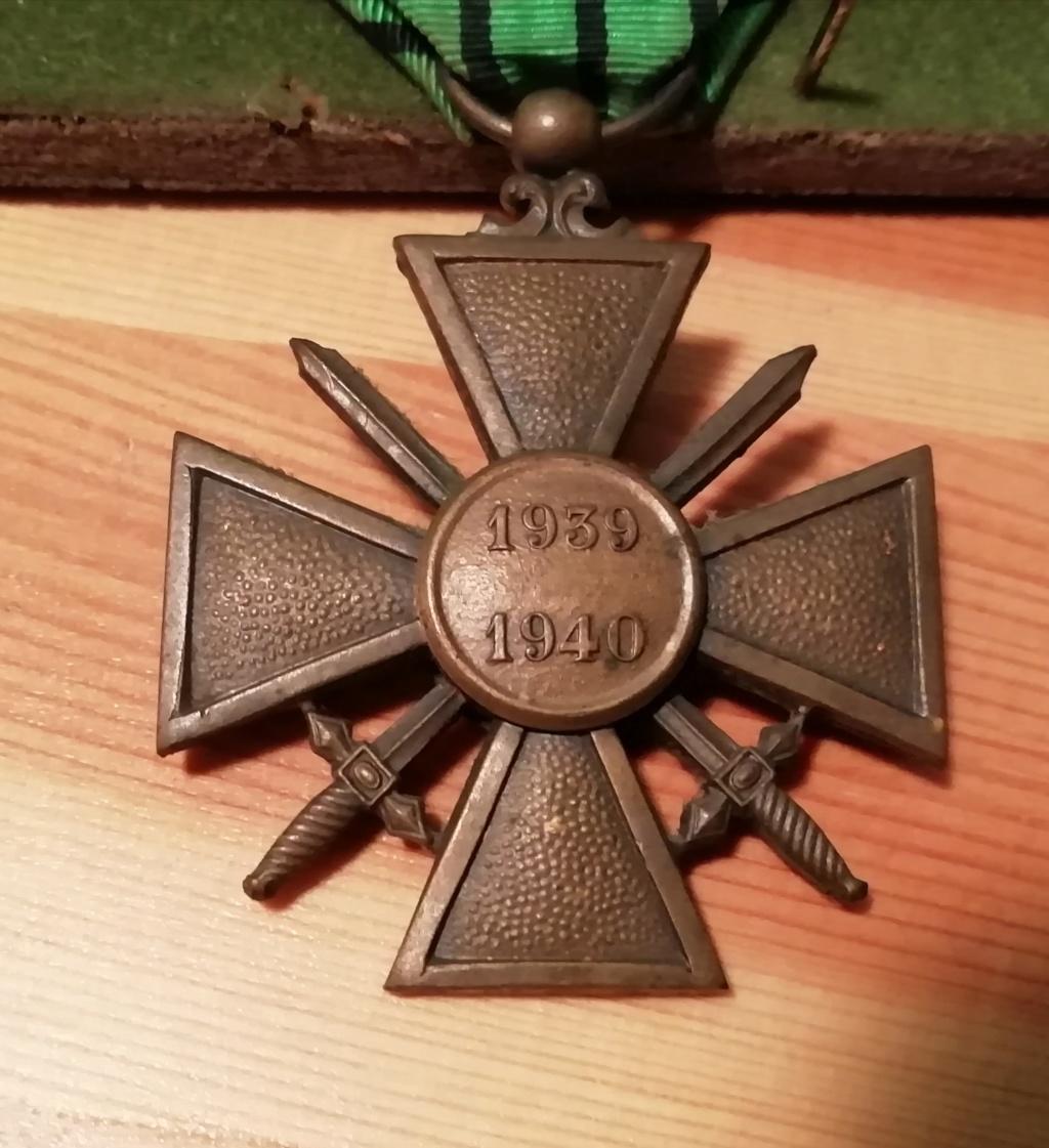 Trouvaille médailles en cadre et autres.  Img_2312