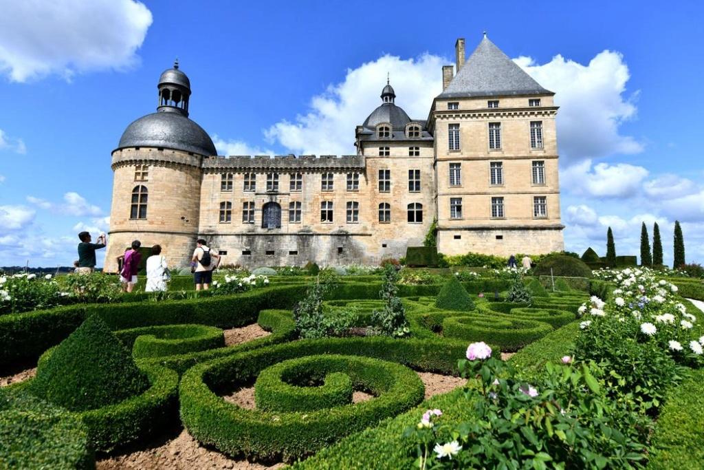 Le château de Hautefort entre histoire et cinéma Chatea10