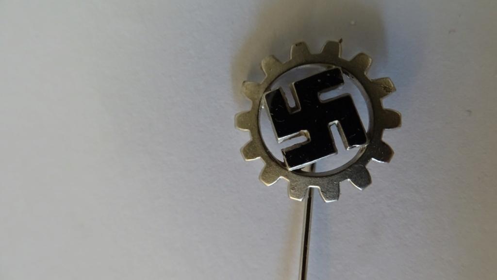 Diverses épingles allemande WW2 Dsc02814