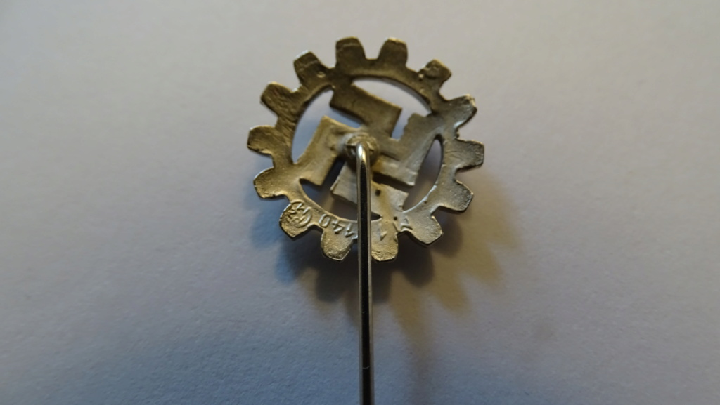 Diverses épingles allemande WW2 Dsc02815
