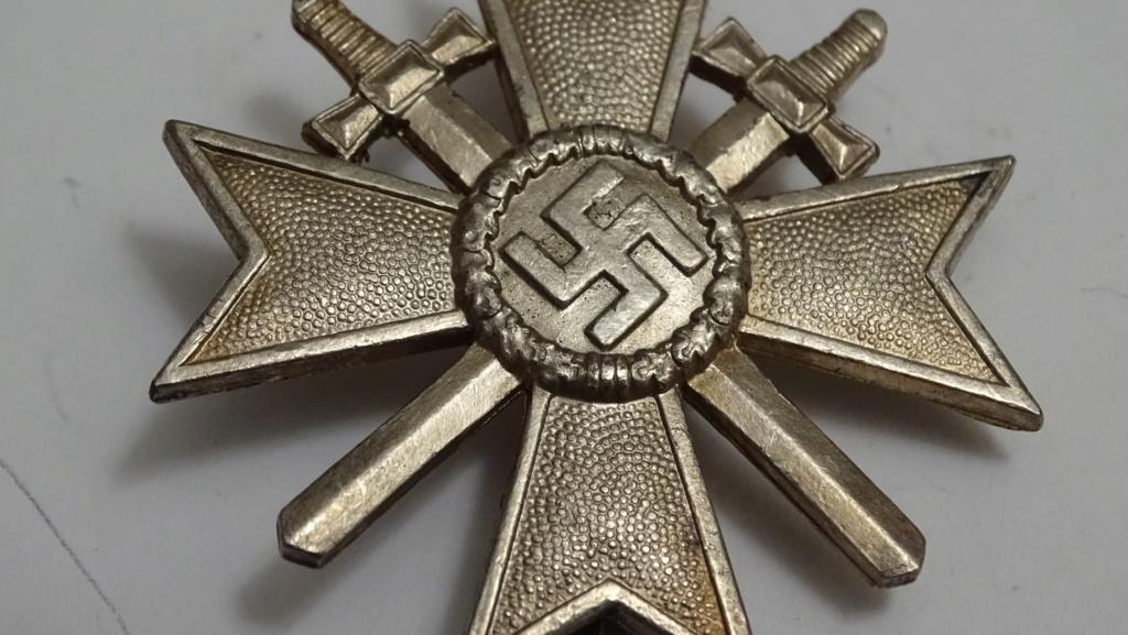 Badge croix et épée Dsc02929