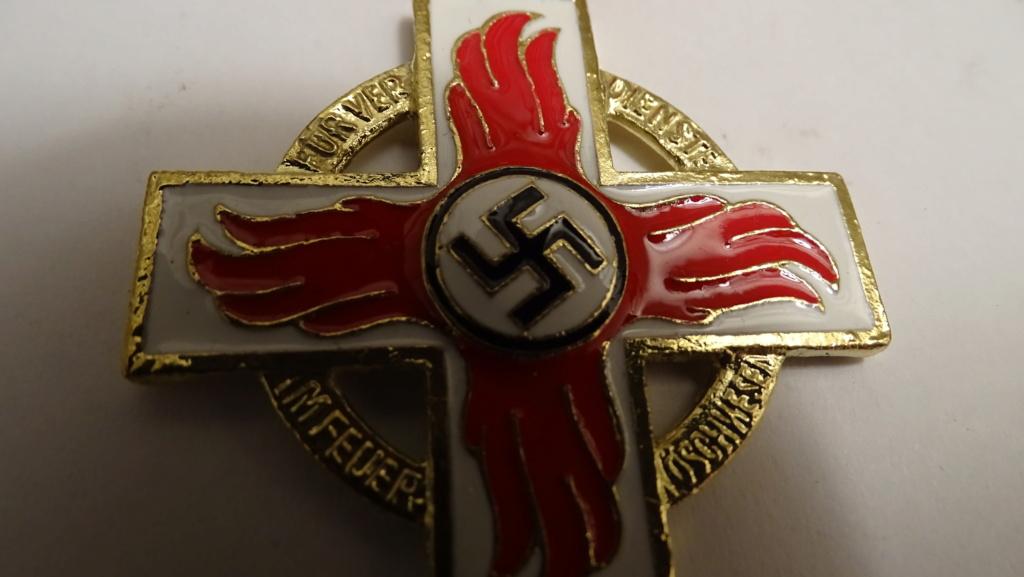 Médaille croix rouge et blanche Dsc02931