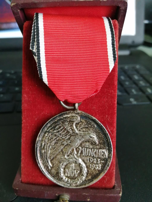 Identification et avis sur 2 médailles Img_2011