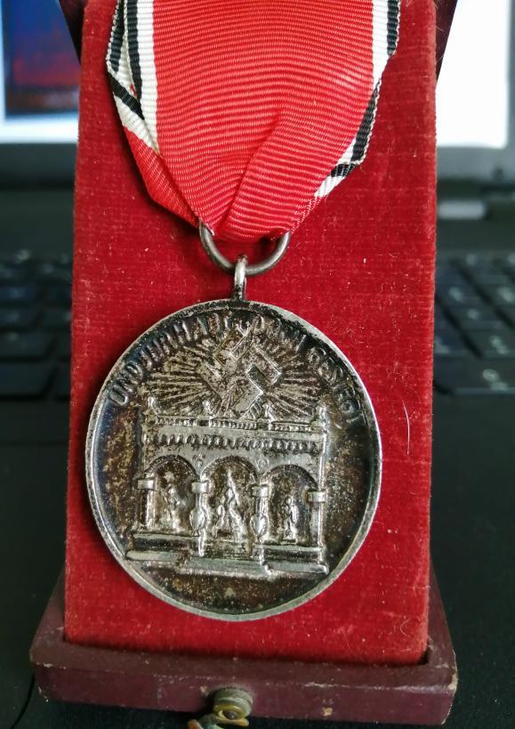 Identification et avis sur 2 médailles Img_2012