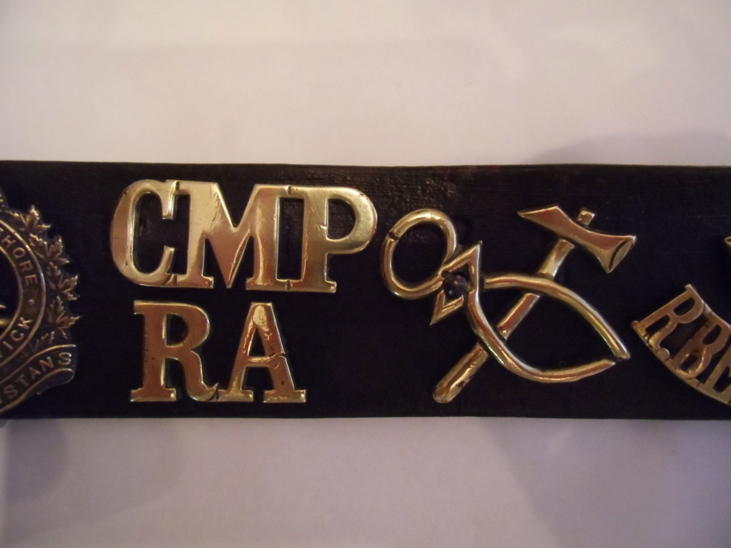 Insignes britanniques et canadiennes du débarquement Cimg0418