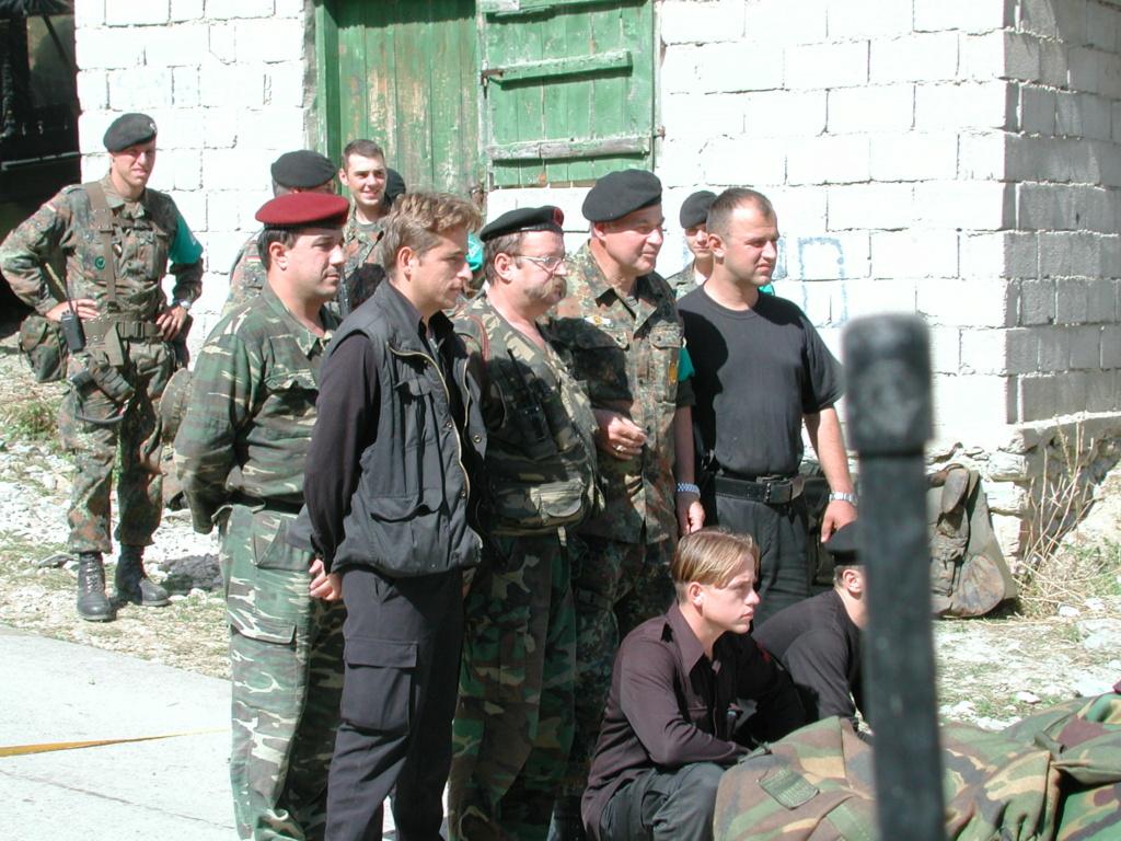 """""""Opération : étoffer"""" Tenue d'officier de l'uçk Dscn1410"""