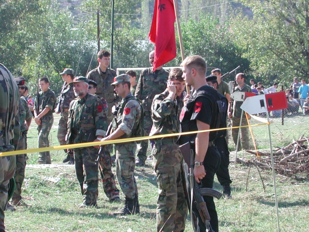 """""""Opération : étoffer"""" Tenue d'officier de l'uçk Dscn1511"""