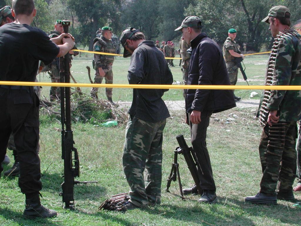 """""""Opération : étoffer"""" Tenue d'officier de l'uçk Dscn1610"""