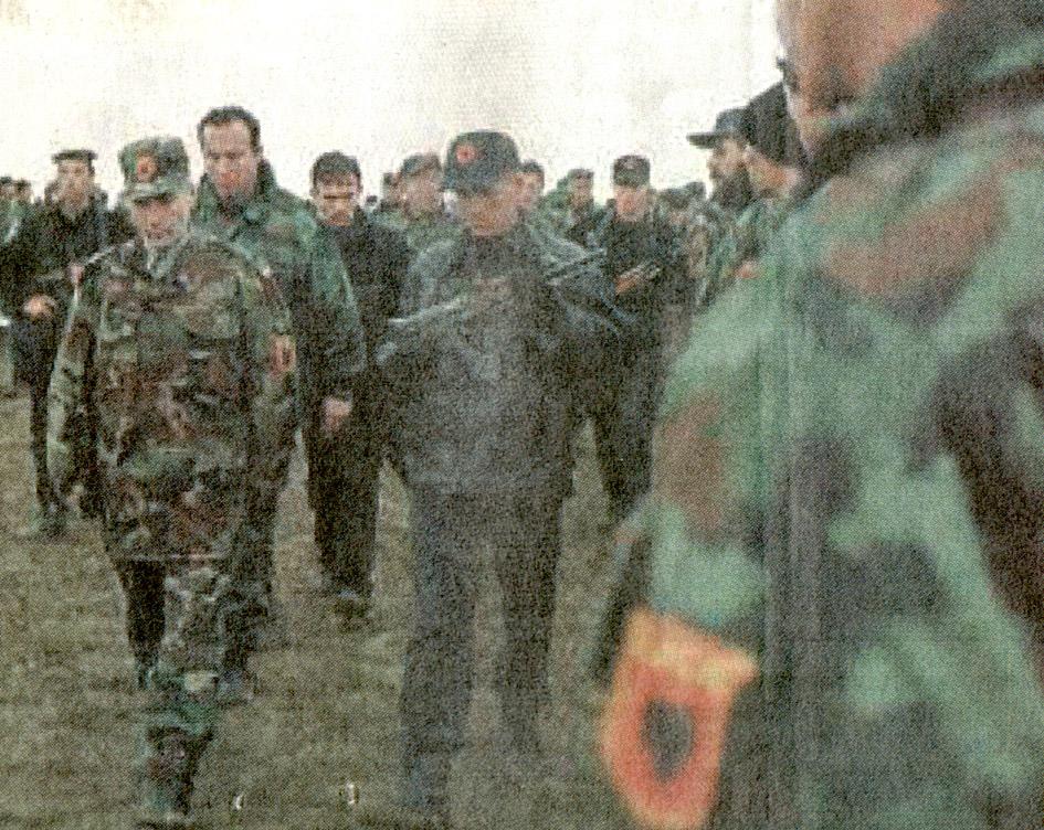 """""""Opération : étoffer"""" Tenue d'officier de l'uçk Unifor11"""