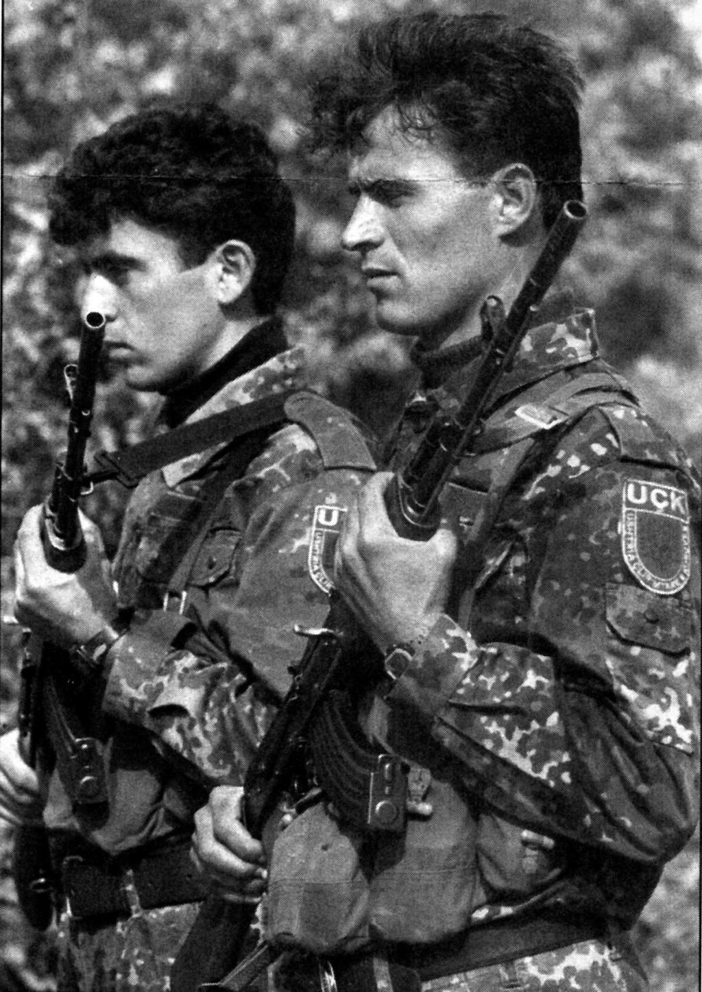 """""""Opération : étoffer"""" Tenue d'officier de l'uçk Unifor12"""