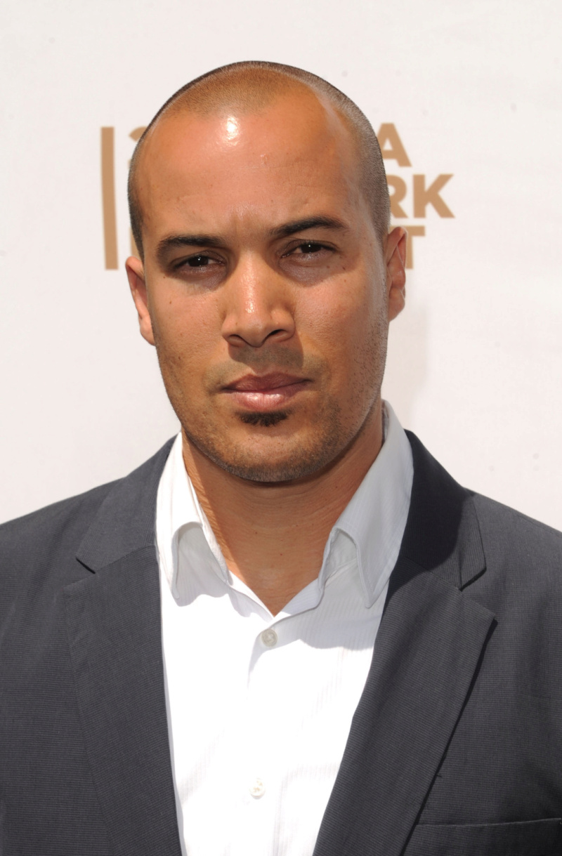Coby Bell (Capitaine Larry James) Mv5bmt10