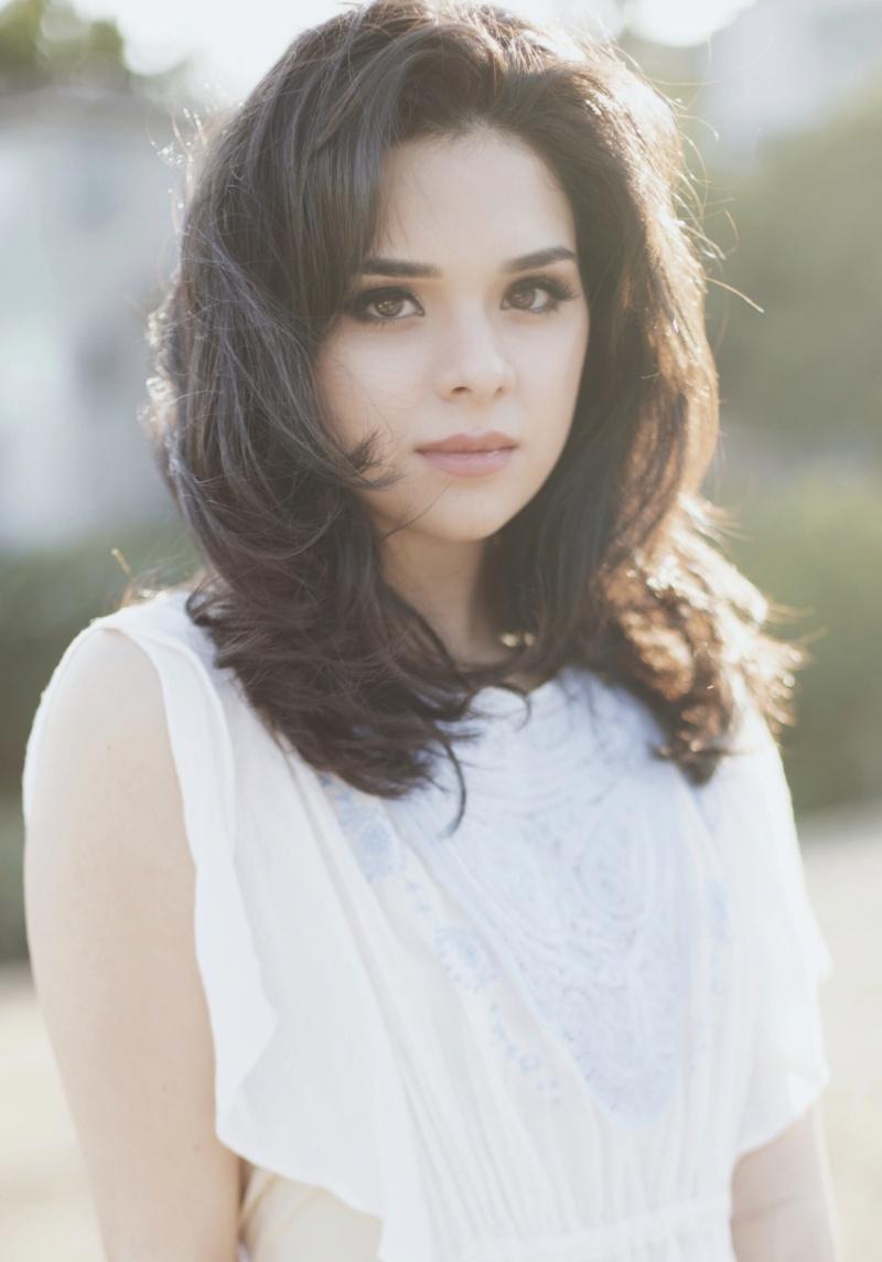 Gabriela Flores (Isabel, la meilleure amie de Stella) Mv5byz10