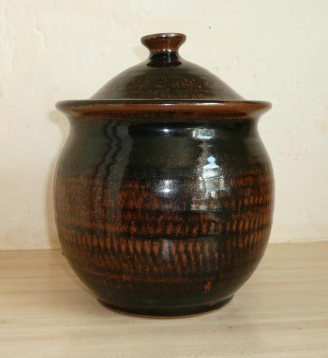 Tenmoku glaze lidded pot, unidentified DJ mark P1290510