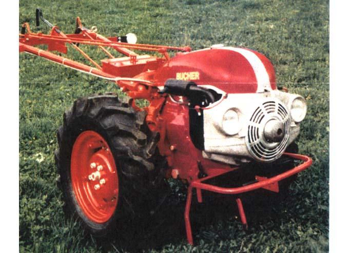 simar - Un KT10B sorti de grange Bucher10