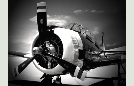 Avion de chasse US, aérodrome du Breuil, Blois, Loir et Cher b9e63db17d8