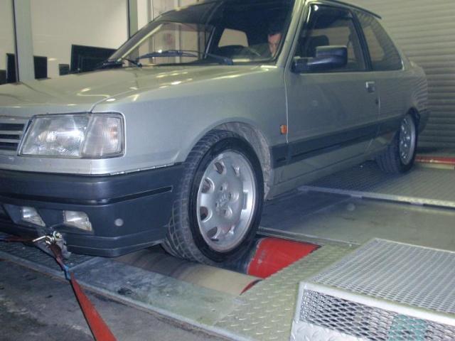judi et sa 205 turbo P4080113