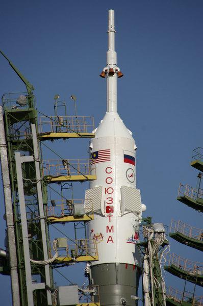 Le logo de Roscosmos sur fond bleu Boule110
