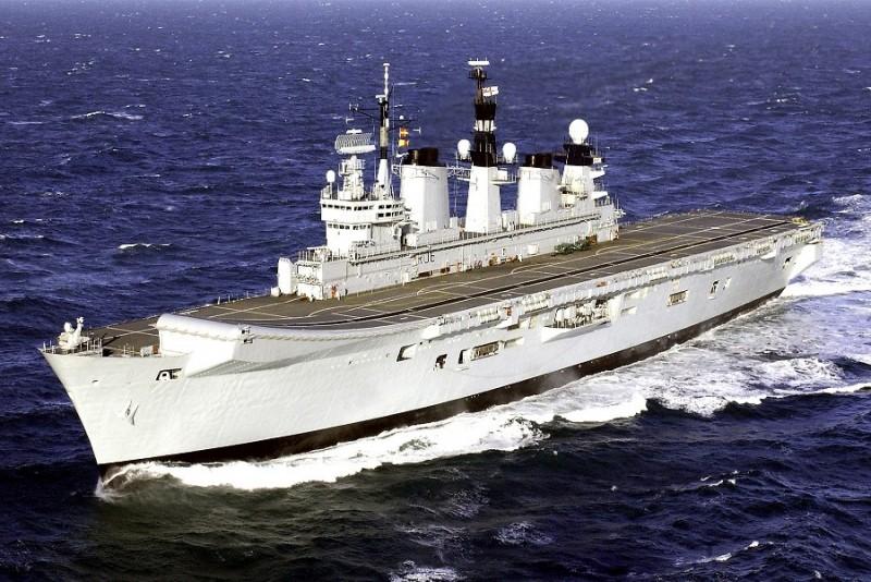 Aircraft Carriers (HMS Ark Royal & HMS Illustrious) 01_ill10
