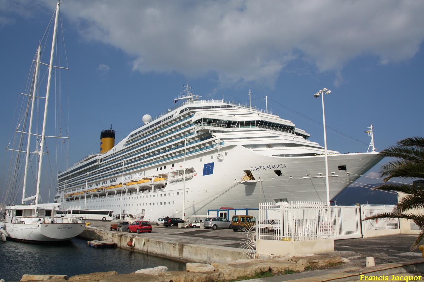 Le Costa Magica en escale à La Seyne sur Mer 0413