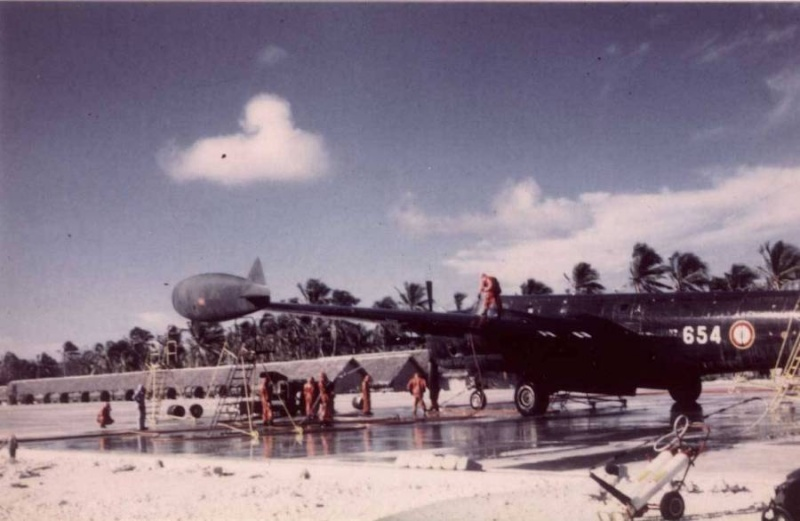 [ DIVERS - LES FLOTILLES ET ESCADRILLES ] Tenues des pilotes années 60 en Polynésie... 0414d010