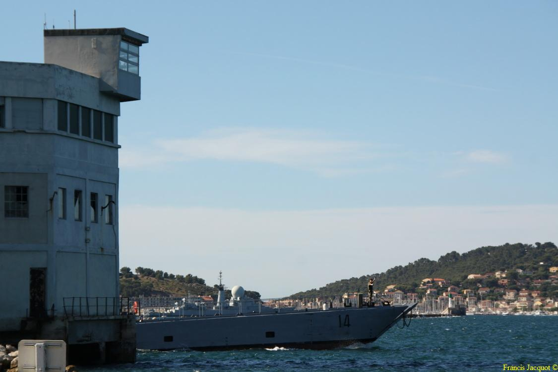 [LES PORTS MILITAIRES DE MÉTROPOLE] Mouvements de Bâtiments dans la rade de Toulon - Page 2 121