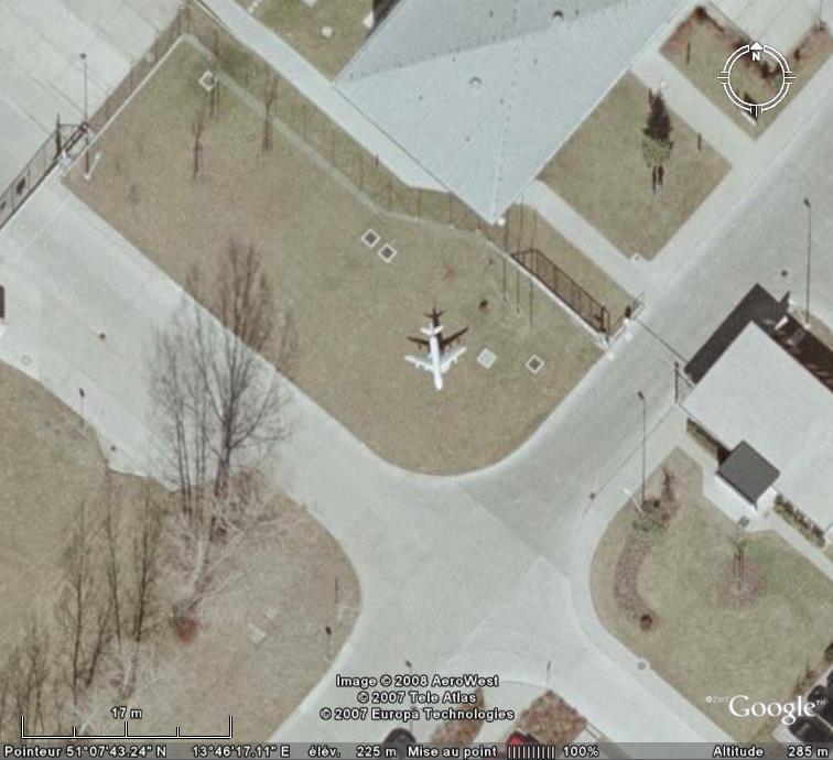 Un avion dans la ville - Page 6 Avion210