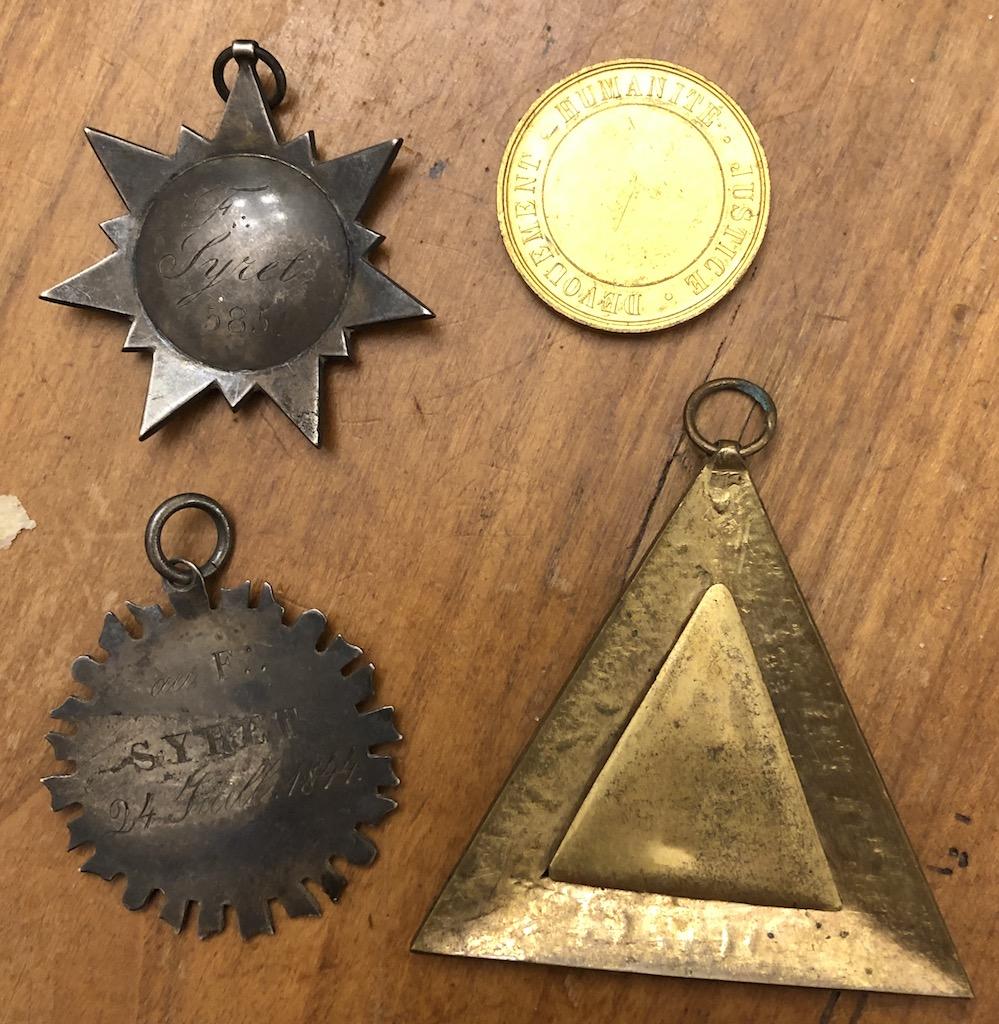 médailles françaises restauration franc maçon Img_9210