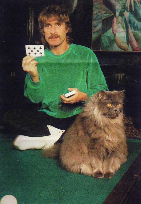 """Christophe """" je lance le boomerang à la carte"""" Tiré de : les paris de TF1 1981. Mail0010"""