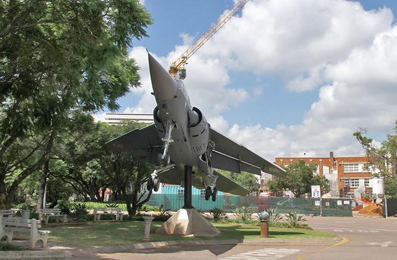 [AFRIQUE DU SUD] Pretoria, capitale d'un pays en profond changement Avion_10
