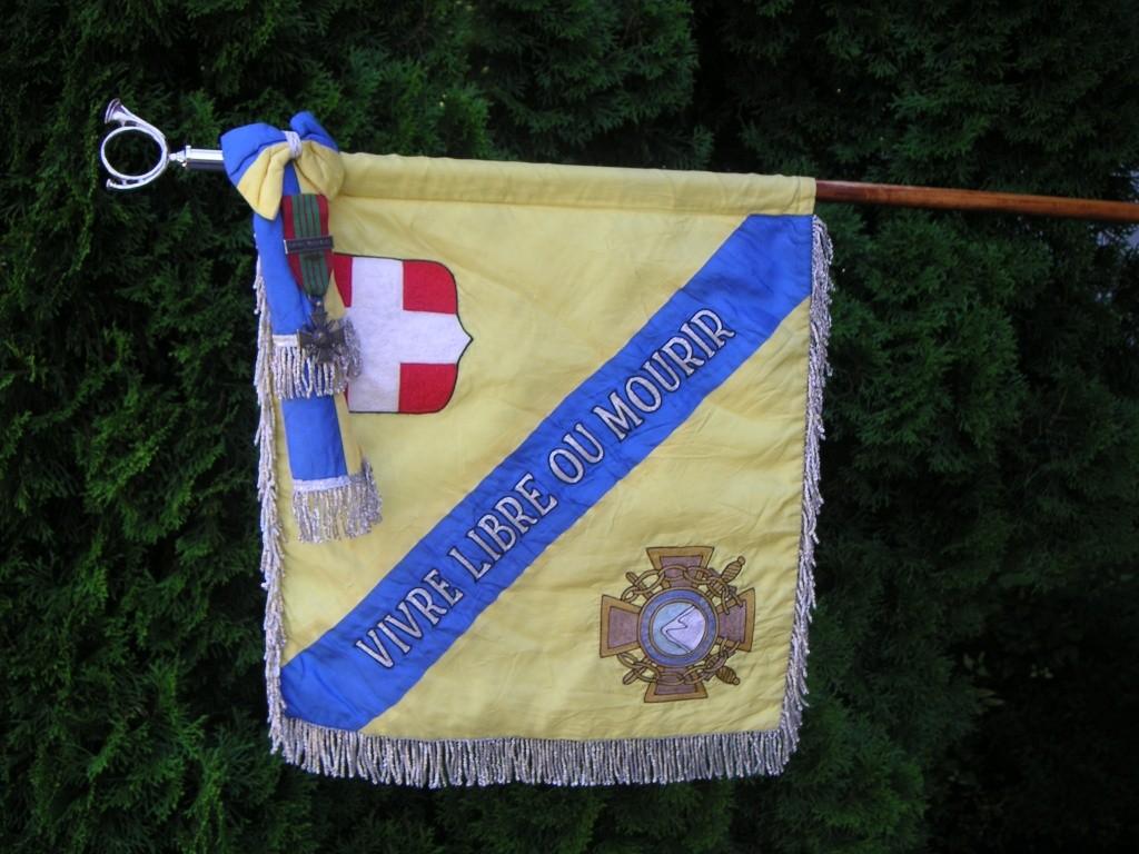 Fanion du bataillon des Glières Pict0118