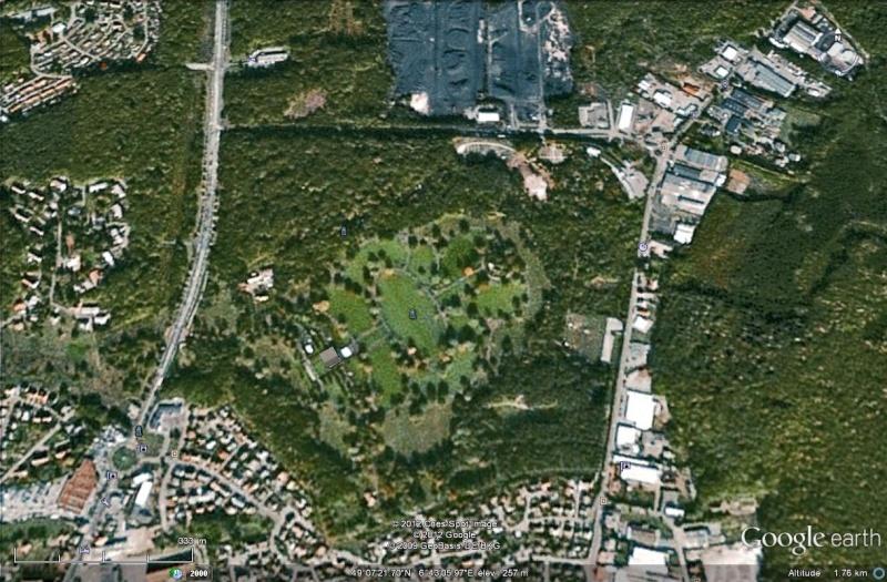 A la découverte des mémoriaux et cimetières militaires - Page 3 Cimeti15