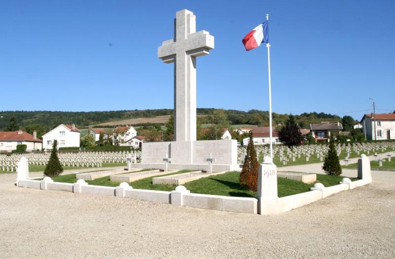A la découverte des mémoriaux et cimetières militaires - Page 3 Nn-fp110