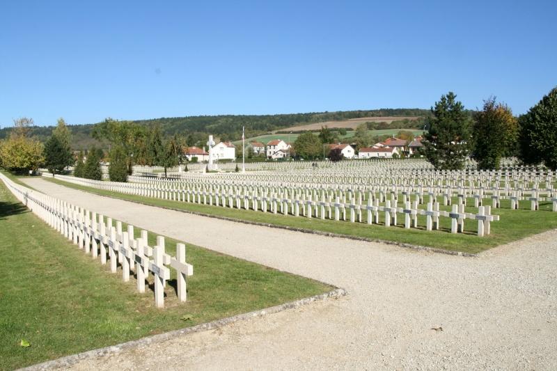 A la découverte des mémoriaux et cimetières militaires - Page 3 Nn-fp210