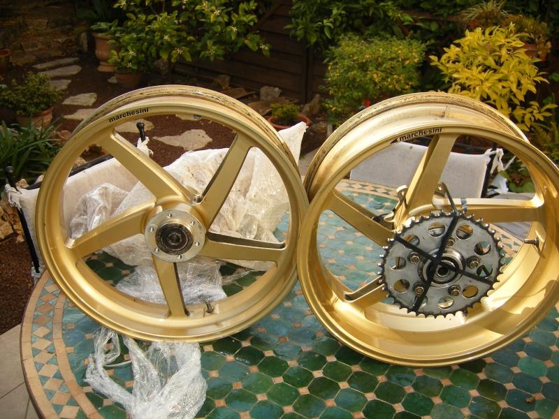 Les meules à Kikekoka 01210