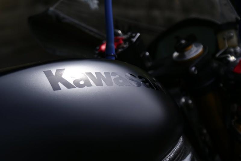 Kawasaki ZX 10 R 2004 ( 05 ) 210