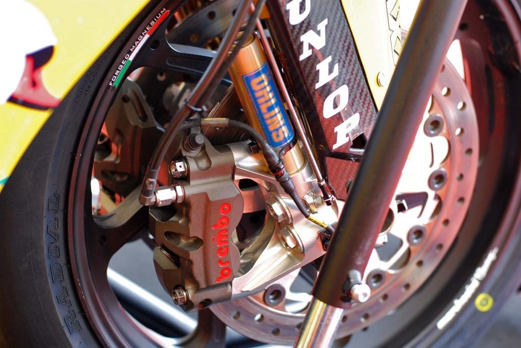 Yamaha R1 Crossplane - Page 38 R1_20111