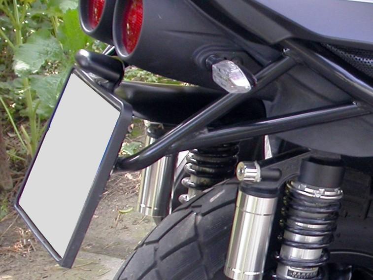 Un peu de tuning sur nos scooters 3 roues.... Plaque10