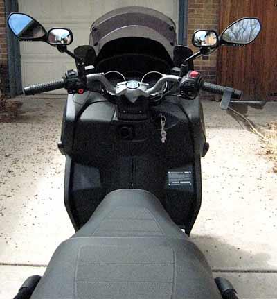 Un peu de tuning sur nos scooters 3 roues.... Retrod10