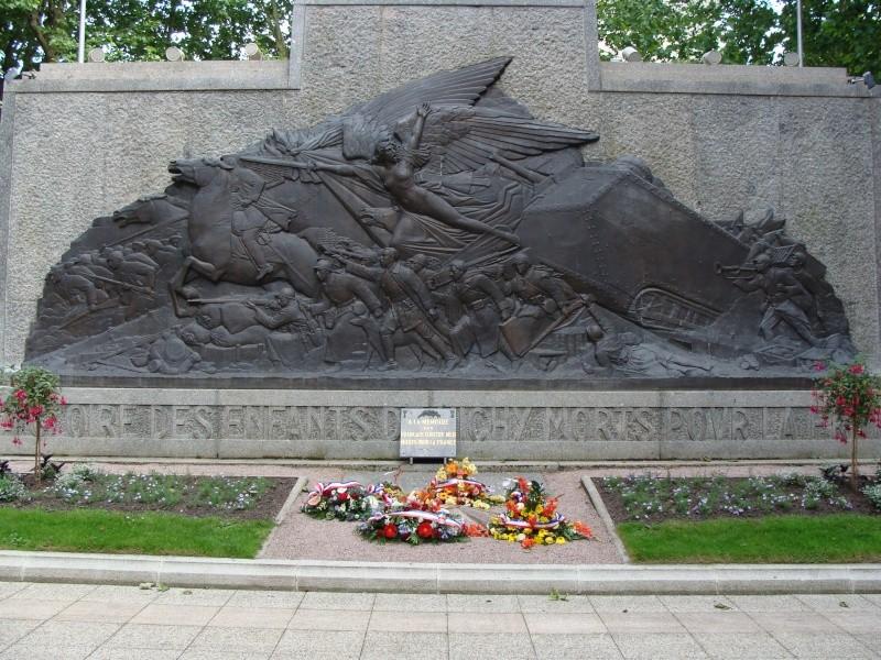 [Histoires et Histoire] Monuments aux morts originaux Français Tome 1 - Page 4 Dsc01314
