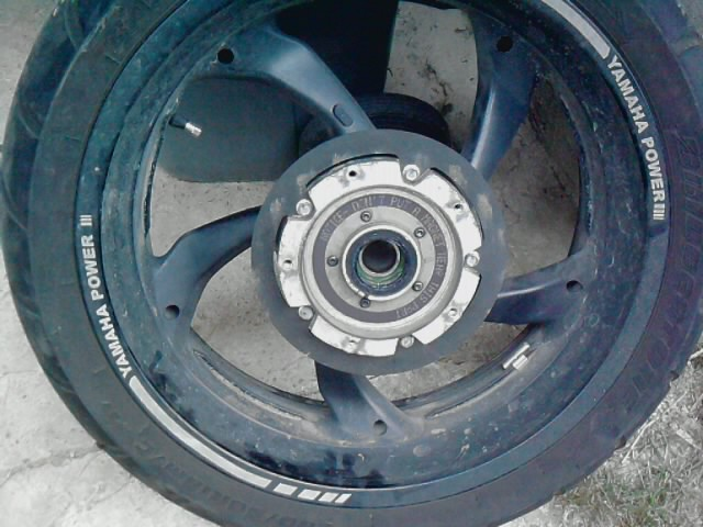 Suppression de l'enjoliveur de disque arrière P1107110