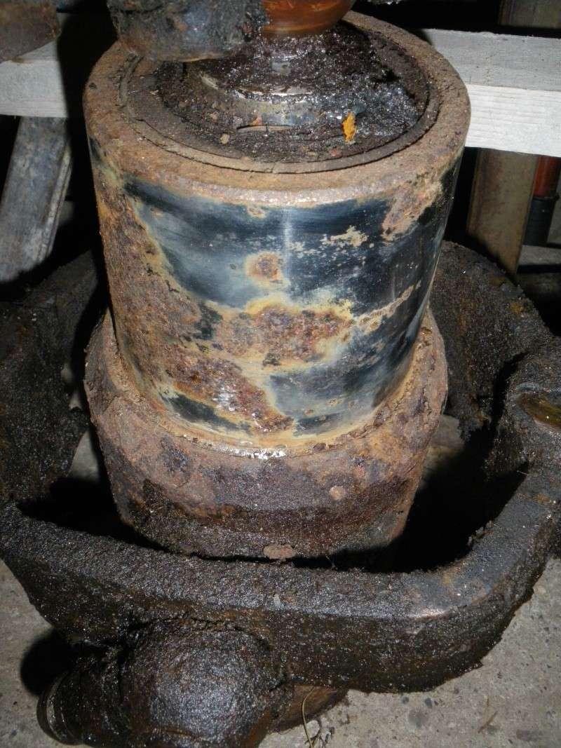 vérin de tribenne rouillé sur sa partie chromée 2010-022
