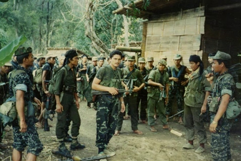 Nous sommes des mercenaires, nous sommes partis combattre avec les Karens........une veille histoire (1989)...... 31010