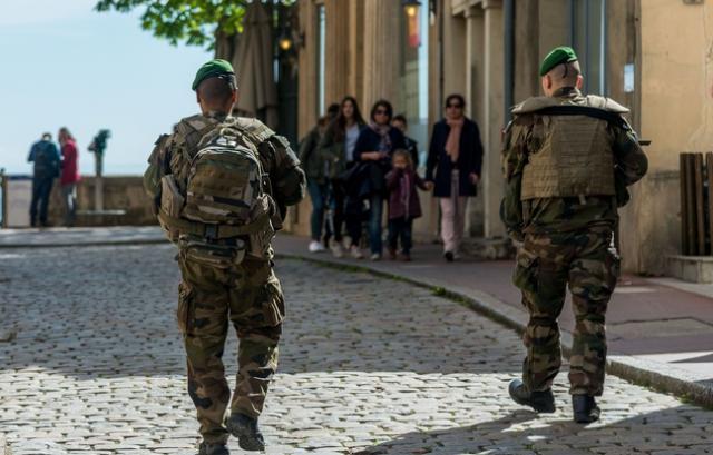 Nîmes : Deux légionnaires en civil roués de coups et dépouillés après une soirée dans un bar 5c51c210