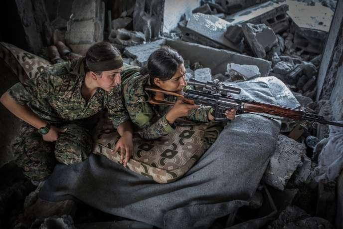 les miss guerrieres du mois d'octobre  2019 -les femmes courageuses soldat kurdes - E4971d10