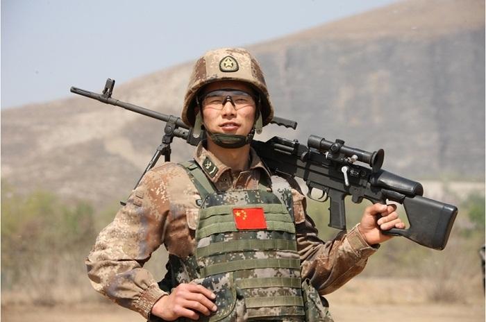 Chine : un nouveau pistolet laser peut détruire une cible à 1 km de distance Type-810