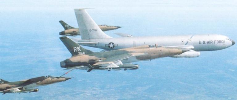 Heller (AMT) KC-135A 000-f-10