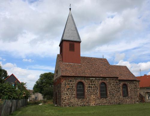 Feldsteinkirche in Mellnsdorf Dorfki10