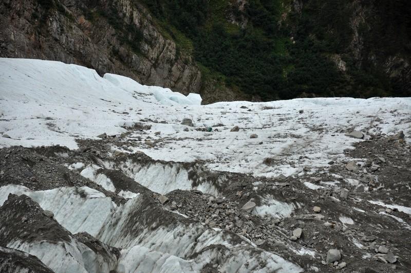Débris, corps et autres objets transportés par les glaciers Bosson10